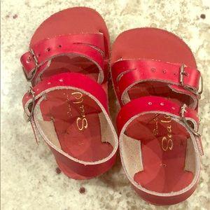 Guc saltwater sandals
